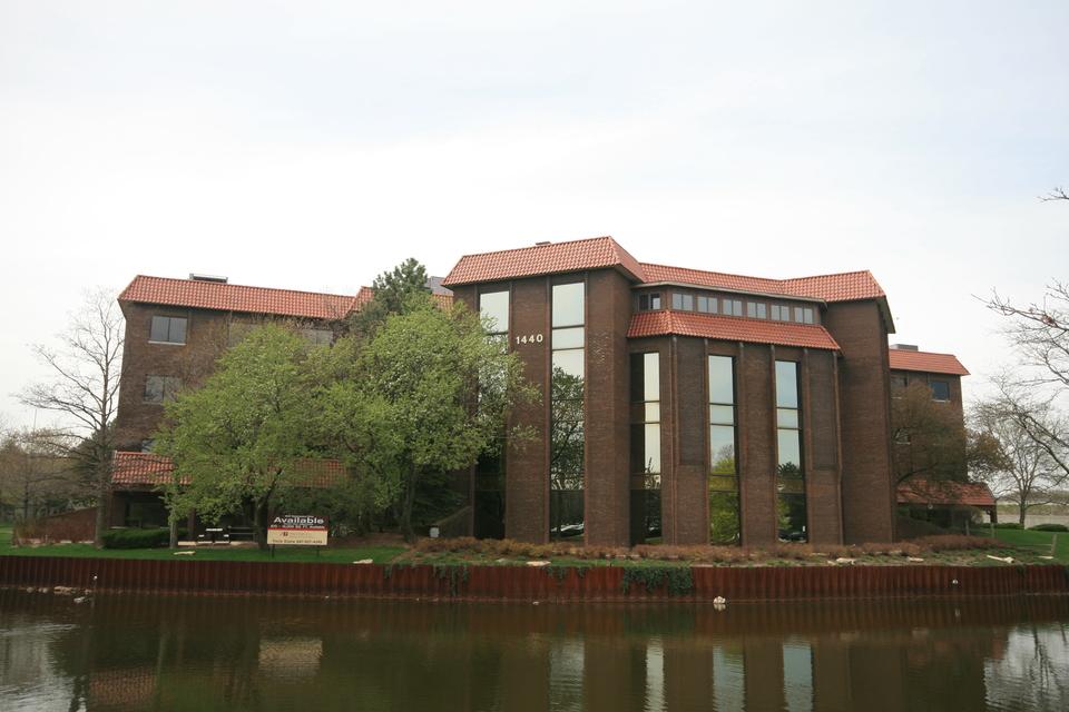 Pinnacle office building at park ridge 1440 renaissance for Park ridge building department