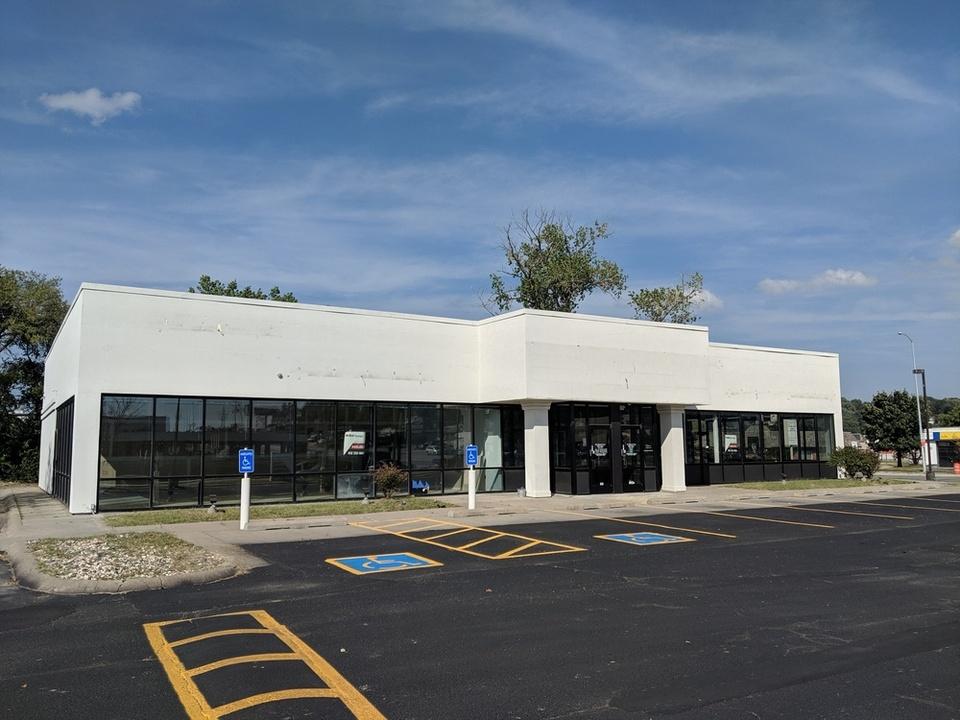9002 Maple Street, Omaha, NE, 68134